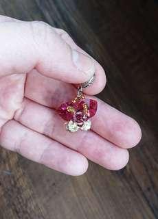 [限時爆血價]轉售 粉紅蝴蝶花瓣水晶 吊飾 飾品