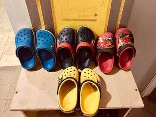 650e6a5b2ba969 Crocs 4 pairs (Size J1 ...