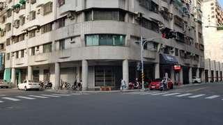 租河堤社區,龍華國中旁三角窗大面寬店面0983331666洽徐先生