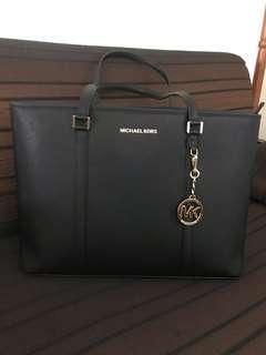🚚 Michael Kors Bag