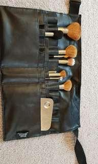 MAKEUP BELT WITH BRUSHES