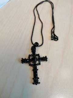 🚚 Necklace gothic Cross black and topaz