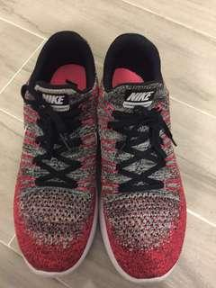 90% new Nike flyknit lunar 2 ( red )us9.5