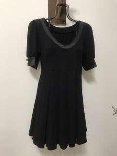 🚚 V領公主袖黑色修身洋裝(含運)