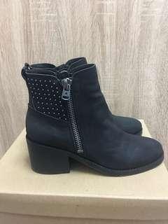 黑卯釘厚底短靴(可議)