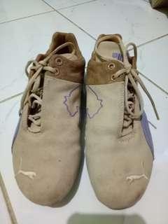 Sepatu Puma bahan suede d8733fe7a5