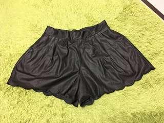 日貨 皮質花瓣邊褲裙