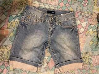 Bossini 牛仔短褲 女裝