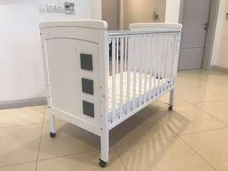 Baby cot with latex mattress