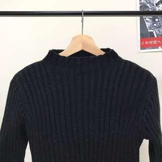高領線條黑色針織衫