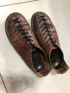 🚚 二手trippen真皮復古質感蟑螂鞋 休閒鞋 平底鞋