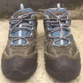 Sepatu Tracking Millet mountain