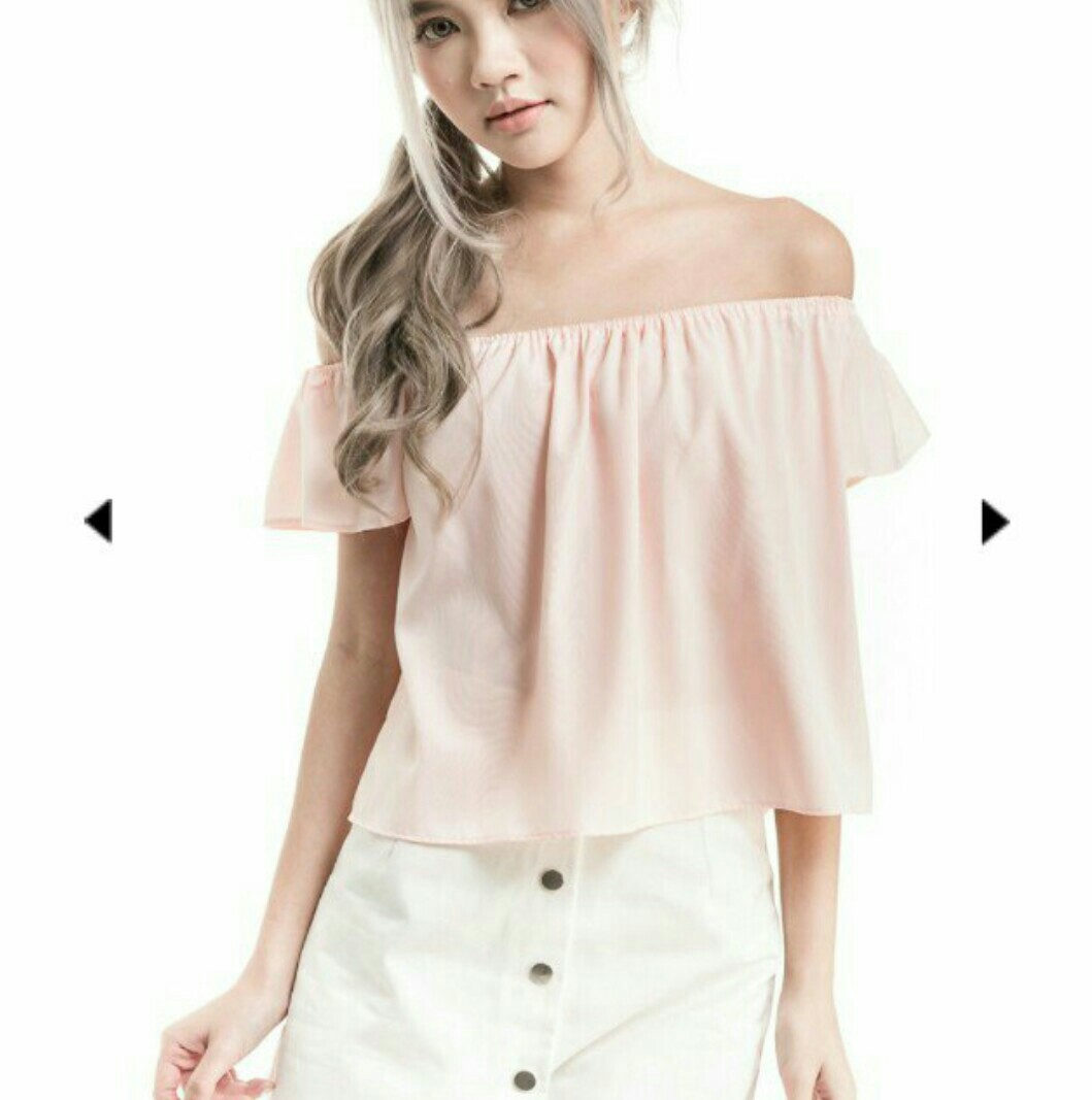 a16109f4e71 BNIB Wardrobemess Flare Sleeve Off Shoulder Top, Women's Fashion, Clothes,  Tops on Carousell