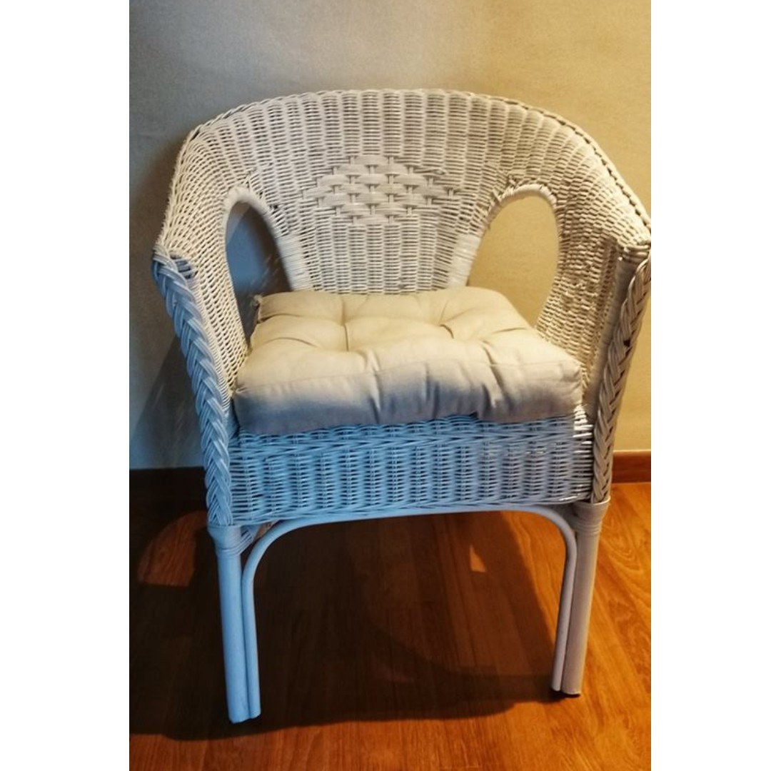 Miraculous Free Delivery 2 X Near New White Wicker Chairs For Sale Download Free Architecture Designs Intelgarnamadebymaigaardcom