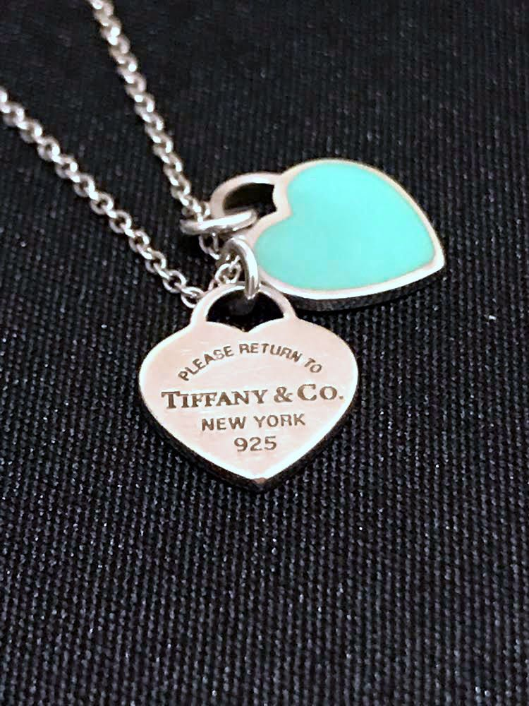4032a4644 Pre-loved Tiffany & Co. Double Heart Tag Necklace | Return to Tiffany Blue  Enamel | 925 Sterling Silver, Women's Fashion, Jewelry on Carousell