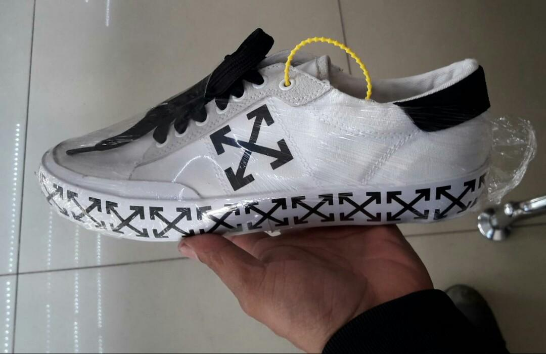 Sepatu sport adidas ori