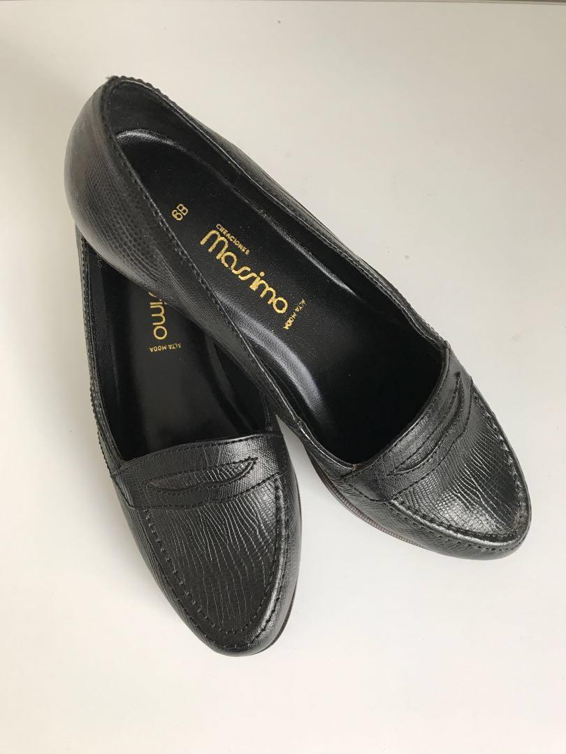 Size 6/5.5 Vintage Black Leather Loafers - Made in Brazil