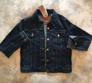 NEW W/ TAGS - Levi's ladies denim jacket 10/10 - size small dark wash s