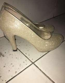 gold high heels, heels pesta