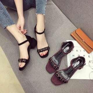 🚚 High-heeled women's thick and summer fashion wild Korean version of the word buckle with black outside wearing chic sandals