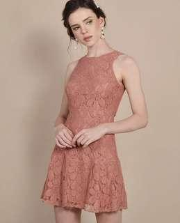 Hervelvetvase Lilah Lace Dress