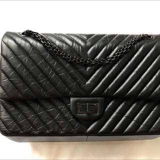 f0b8c2fe2e4f Chanel Bag Jumbo Chevron so black like new  23