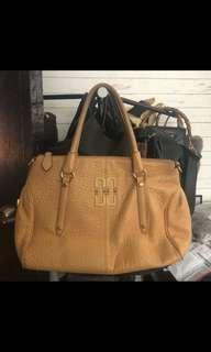 Preloved authentic leather Daks Bag