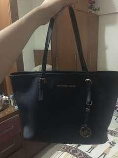 FAST SALE AUTHENTIC MICHAEL KORS BAG