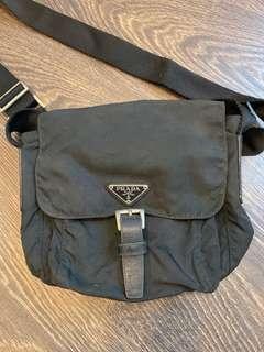 🚚 Prada Sling Bag