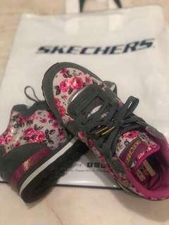 Meghan Trainer skechers shoes #Mtrainskechers