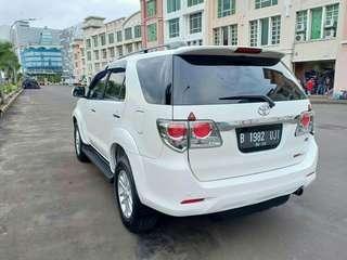 Toyota Fortuner VNT Diesel A/T Tahun 2013 Warna Putih.