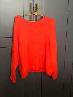 🚚 Orange sweater