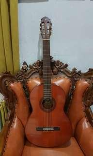 40 years old yamaha classical guitar vintage