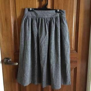 🚚 Grey Midi Skirt
