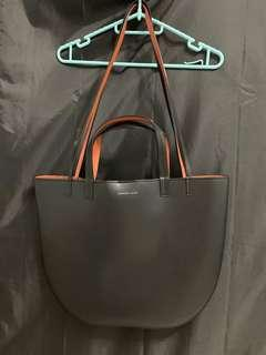 🚚 Charles and Keith Round Edge Oversized Tote