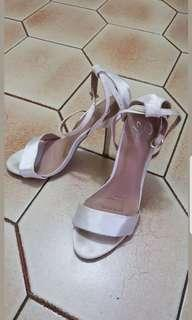 Spurr Aurora Heels (Size 8)