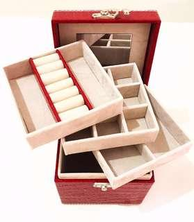 Beautiful Red Jewellery Box, 3 components layer. Ideal for Rings, Necklace, Bracelets, Pendents, Brooches, Pandora Charms.