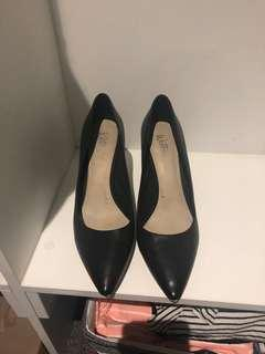 Women's shoes size 9