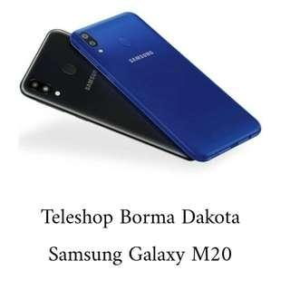Samsung Galaxy M20 kini hadir dengan prosesor octacore 7904 Exynos  dan baterai 5000mAh. Kini kamu dapat menikmati game favoritmu seharian!