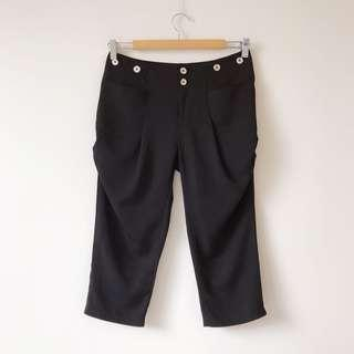 3/4 length pegged pants