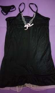 Lingerie hitam + g-string