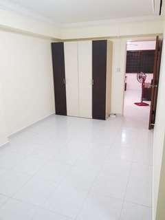 677 Admiralty Common & Master Room
