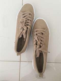 🚚 Nude beige suede platform sneakers
