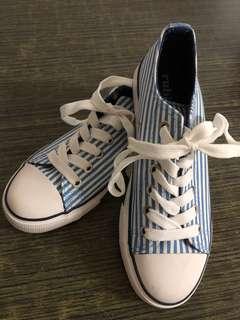 Teens sneakers