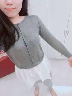 🚚 韓國帶回 淺灰色拼接白下擺 可兩穿 扣子全拆可當小外套