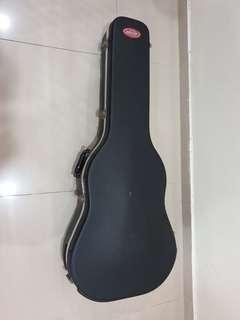 SKB 18 hard case (Dreadnaught shape)