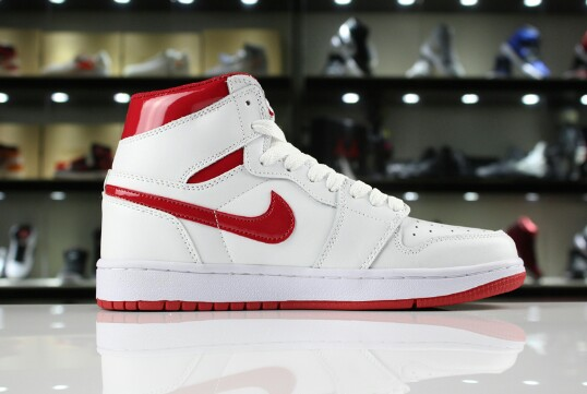 50c7160dd79 Air Jordan 1 Chicago, Men's Fashion, Footwear, Sneakers on Carousell