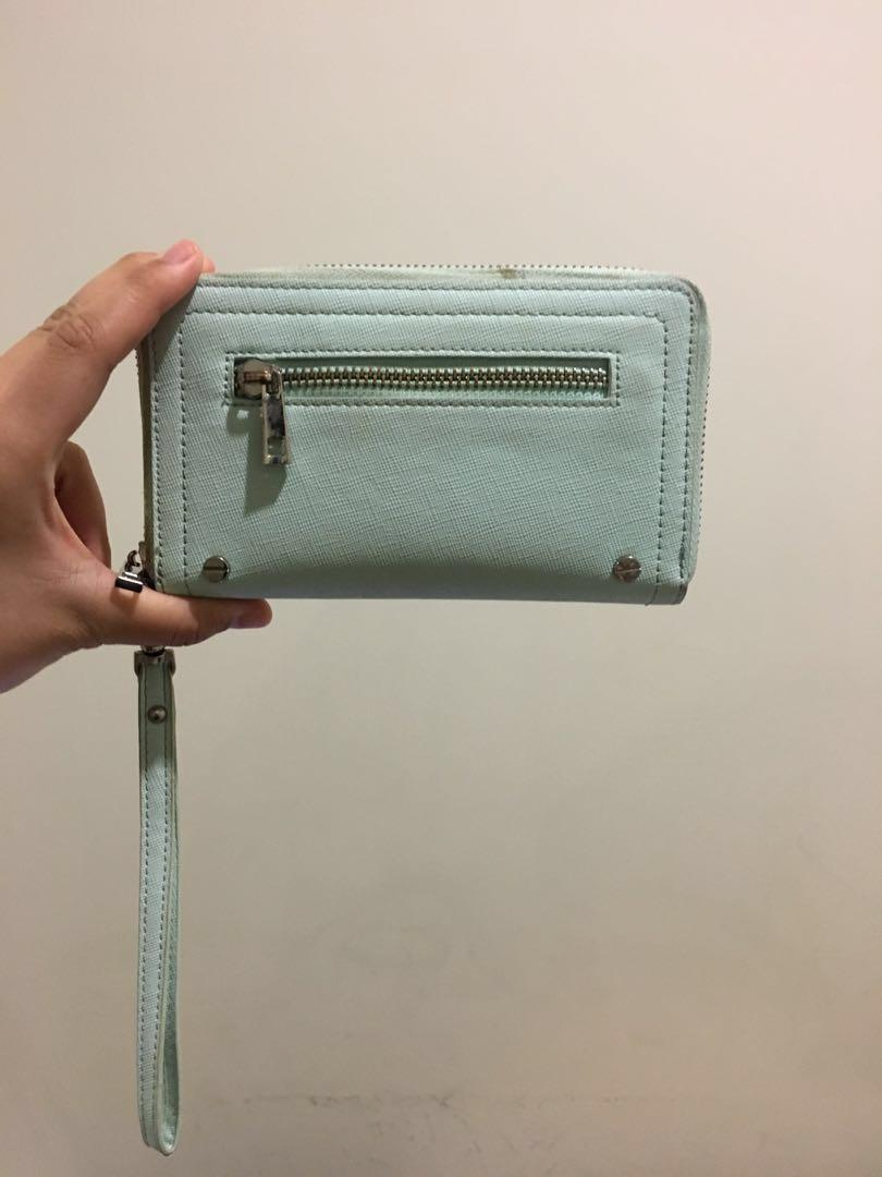 Forever New's Wallet