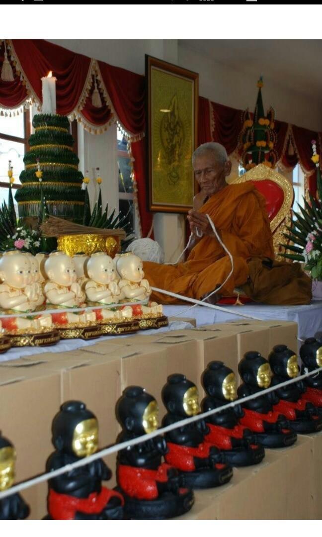 Kuman Na Thong (Gold Face) Bucha Nur Din (Clay Material) Roon Bantian Mian Jia Maha Saneh With 2 Kuman Sacred Powder Amulets & Tarkut Hua Jai Kumanthong B.E 2555