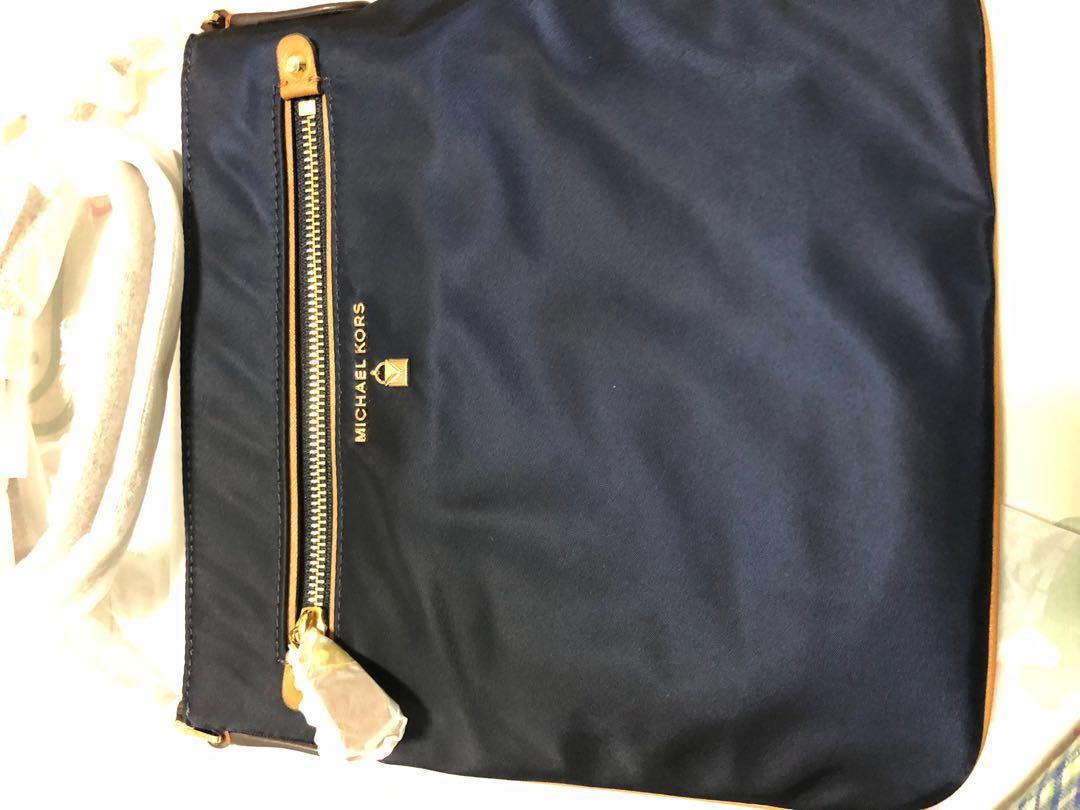 360b85633b1c Michael Kors Large Kelsey Nylon Crossbody (Admiral), Luxury, Bags ...